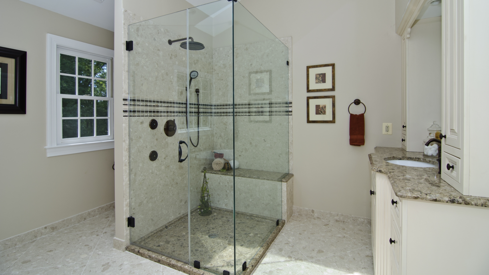 Groutless shower walls and floors in Engineered Marble